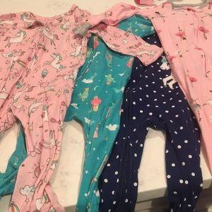 EUC 4 pairs of Carters footie jammies sz 12 months